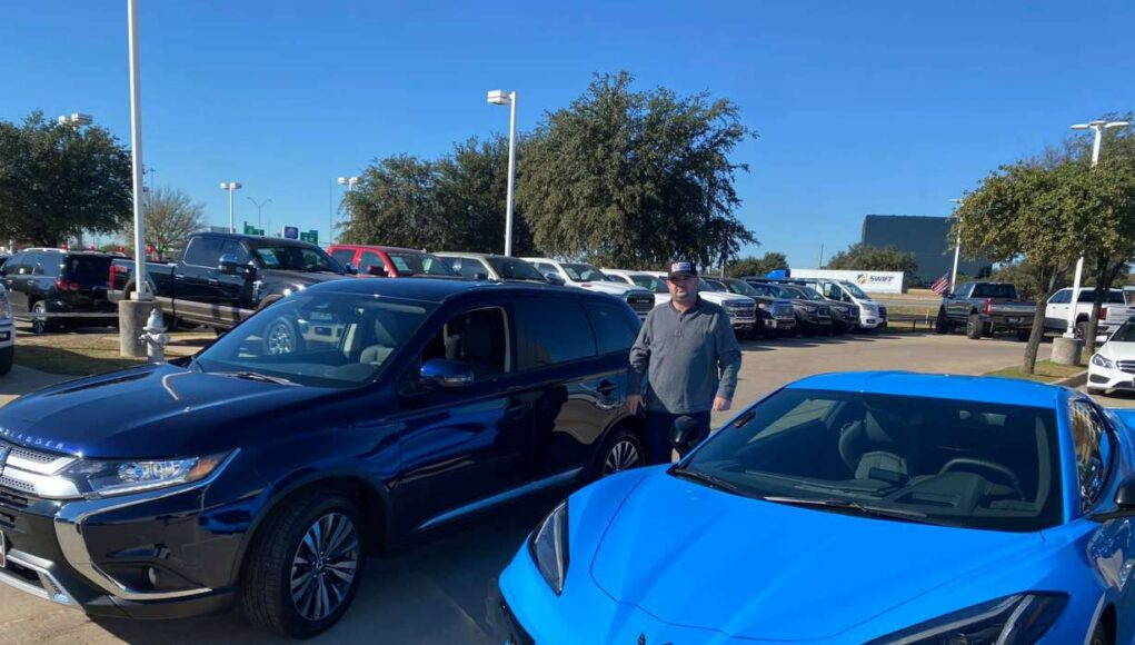 Texas man trades in C8 Corvette for Mitsubishi Outlander